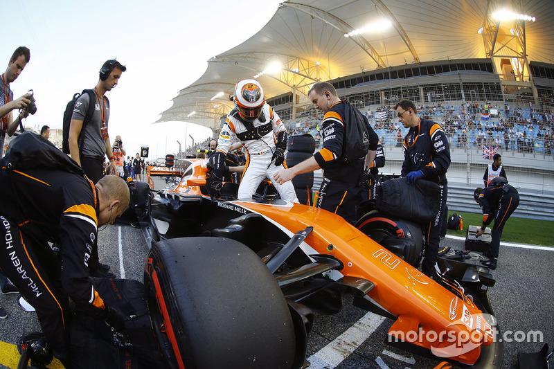DNS Stoffel Vandoorne, McLaren MCL32