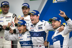 Podium GTE-Pro: ganador #67 Ford Chip Ganassi Racing Ford GT: Andy Priaulx, Harry Tincknell, Pipo De