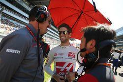 Günther Steiner, Haas F1, Teamchef; Romain Grosjean, Haas F1 Team, Ayao Komatsu, Haas F1 Team, Chefi