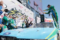 Il vincitore Aric Almirola, Biagi-DenBeste Racing Ford