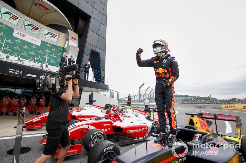 Il vincitore della gara Juri Vips, Hitech Grand Prix