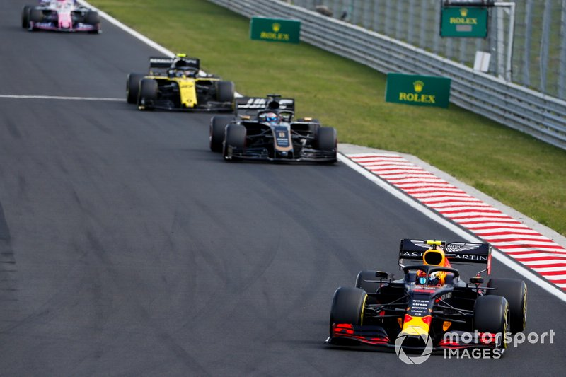 Pierre Gasly, Red Bull Racing RB15, precede Romain Grosjean, Haas F1 Team VF-19, e Nico Hulkenberg, Renault F1 Team R.S. 19