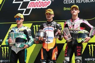 Le vainqueur Aron Canet, Max Racing Team, le deuxième Lorenzo Dalla Porta, Leopard Racing, et le troisième Tony Arbolino, Team O