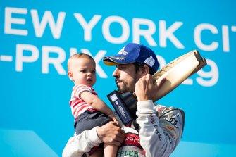 Lucas Di Grassi, Audi Sport ABT Schaeffler, Audi e-tron FE05, celebrates with his tropy, his son