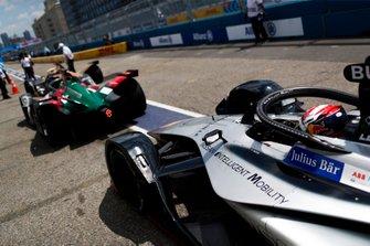 Sébastien Buemi, Nissan e.Dams, Nissan IMO1, waits behind Lucas Di Grassi, Audi Sport ABT Schaeffler, Audi e-tron FE05