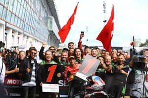 1. Toprak Razgatlioglu, Turkish Puccetti Racing, mit Kenan Sofuoglu und Manuel Puccetti
