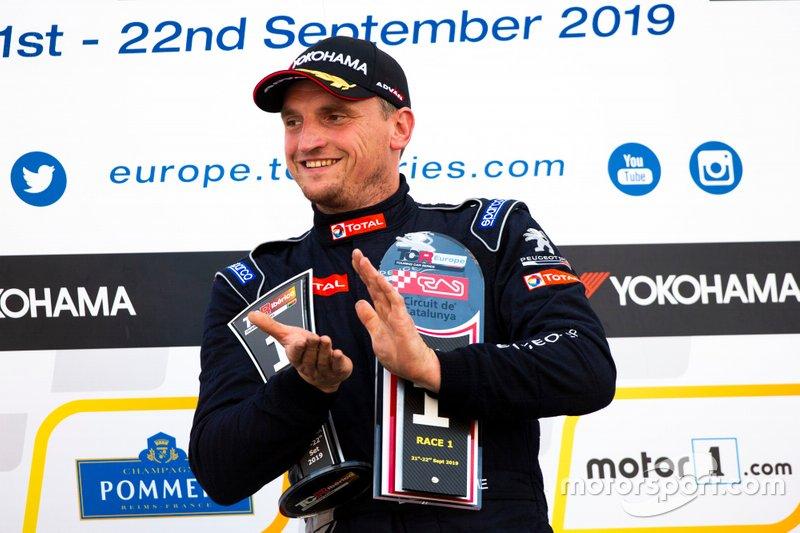 Podio: Il vincitore della gara Julien Briché, JSB Compétition Peugeot 308 TCR