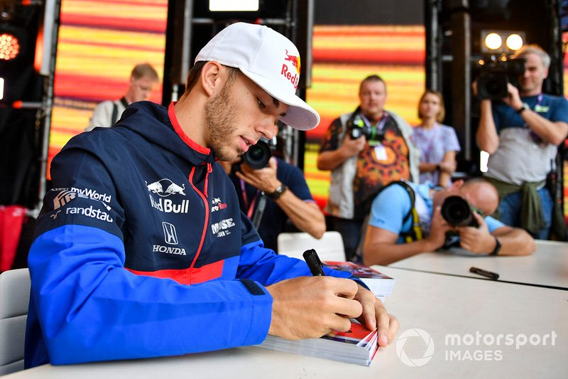 Pierre Gasly, Toro Rosso, meets fans