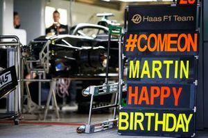 Un message d'anniversaire pour Martin, de la part de Haas