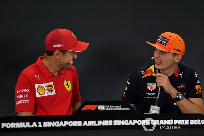 Sebastian Vettel, Ferrari, primo classificato, parla con Max Verstappen, Red Bull Racing, terzo classificato, in conferenza stampa