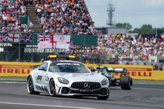 La Safety Car davanti a Lewis Hamilton, Mercedes AMG F1 W10