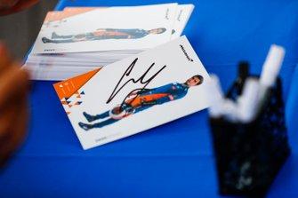 Carlos Sainz Jr., McLaren, autograph cards