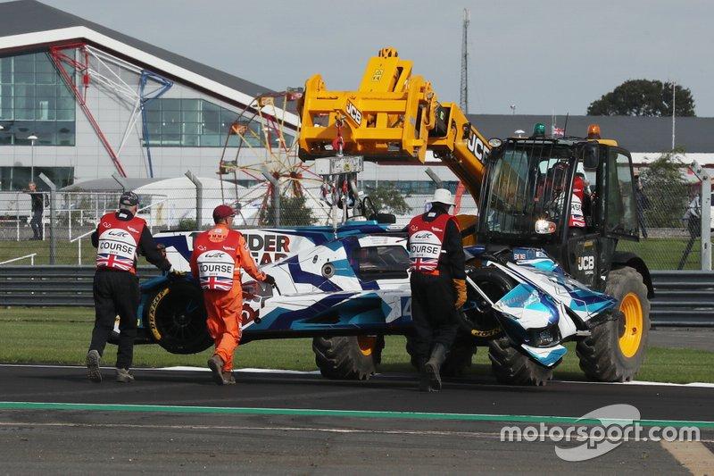 Bergung des Unfallautos: #45 Carlin Dallara P217 Gibson: Jack Manchester, Harry Tincknell, Ben Barnicoat