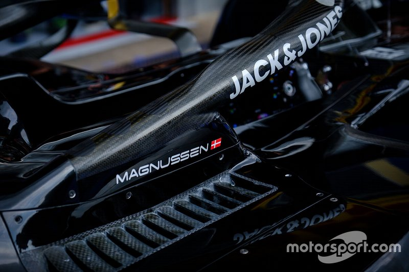 Cabina del Haas F1 team VF-19 Kevin Magnussen