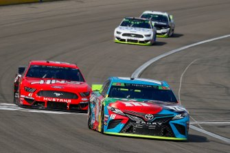 Kyle Busch, Joe Gibbs Racing, Toyota Camry M&M's Hazelnut and Daniel Suarez, Stewart-Haas Racing, Ford Mustang Haas Automation