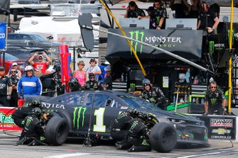 Kurt Busch, Chip Ganassi Racing, Chevrolet Camaro Monster Energy pit stop