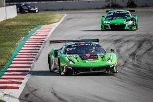 #333 Rinaldi Racing Ferrari 488 GT3: Rinat Salikhov, David Perel, Denis Bulatov