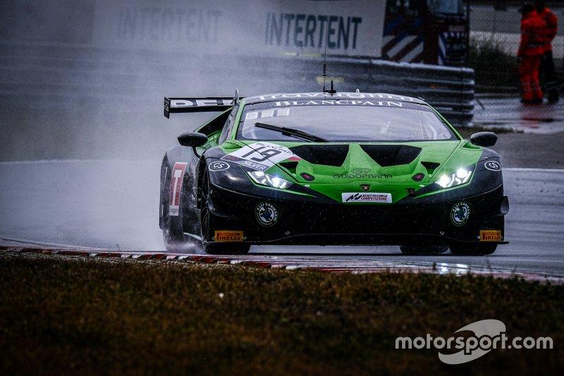 #19 GRT Grasser Racing Team Lamborghini Huracan GT3 Evo: Rolf Ineichen, Michele Beretta