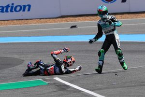 La caduta di Enea Bastianini, Leopard Racing e Marco Bezzecchi, Prustel GP crashing