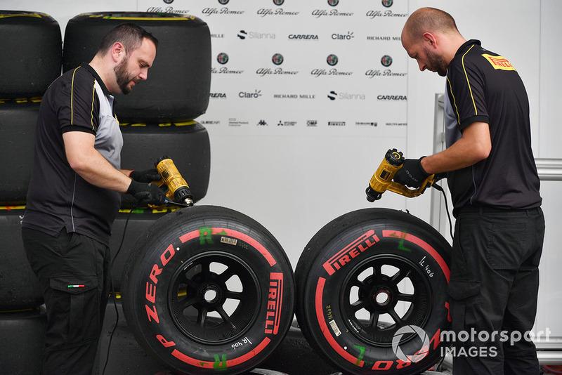 Ingenieros de Pirelli y neumáticos Pirelli