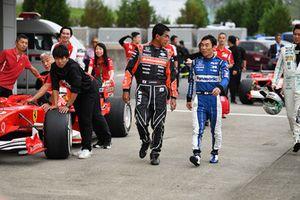 Aguri Suzuki y Takuma Sato en Leyendas F1 30 Aniversario vuelta de Demostración