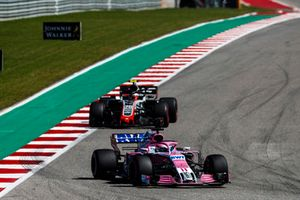 Sergio Perez, Racing Point Force India VJM11, Kevin Magnussen, Haas F1 Team VF-18