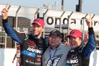 Jenson Button en Naoki Yamamoto, Team Kunimitsu met Kunimitsu Takahashi
