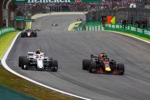 Daniel Ricciardo, Red Bull Racing RB14, overtakes Charles Leclerc, Sauber C37.