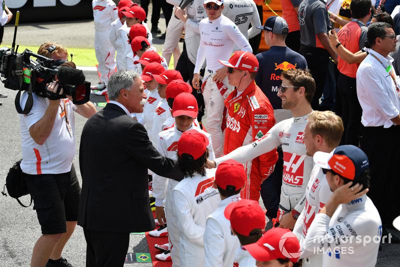 Чейз Кері, керівник Формули 1, та Ромен Грожан, Haas F1 Team