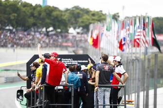Kimi Raikkonen, Ferrari, waves to fans on the drivers' parade. Also present are Romain Grosjean, Haas F1 Team, Charles Leclerc, Sauber, Sergio Perez, Force India, Stoffel Vandoorne, McLaren, and Daniel Ricciardo, Red Bull Racing.