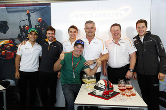 Gil de Ferran, Sporting Director, McLaren, celebrates his birthday with L-R: Sergio Sette Camara, Fernando Alonso, McLaren, Lando Norris, McLaren, Rubens Barrichello, Zak Brown, Executive Director, McLaren Technology Group, and Stoffel Vandoorne, McLaren