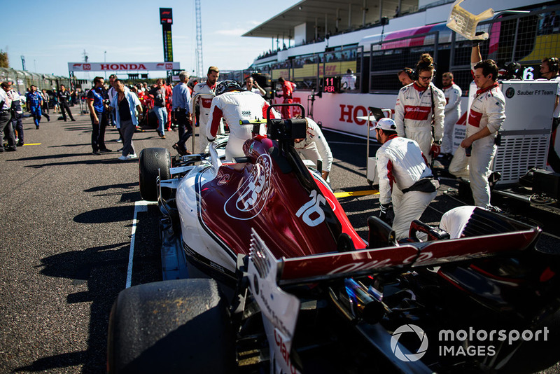 Charles Leclerc, Sauber C37, on the grid