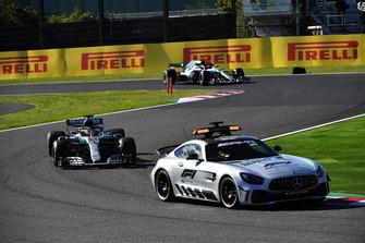Safety Car leads Lewis Hamilton, Mercedes AMG F1 W09 EQ Power+ and Valtteri Bottas, Mercedes AMG F1 W09 EQ Power+