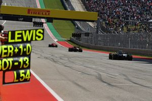 Lewis Hamilton, Mercedes-AMG F1 W09 EQ Power+, Max Verstappen, Red Bull Racing RB14 en Kimi Raikkonen, Ferrari SF71H