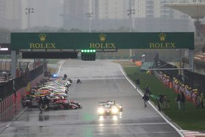 The start is given under safety car