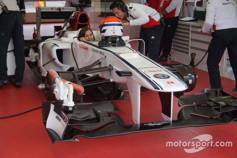 La Colombienne Tatiana Calderón, lors des essais Sauber