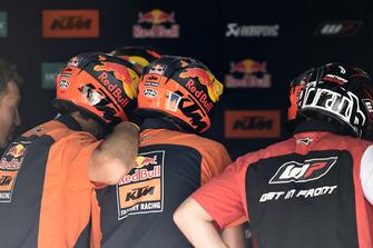 Les techniciens Red Bull KTM Factory Racing