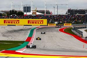 Marcus Ericsson, Sauber C37, devant Nico Hulkenberg, Renault Sport F1 Team R.S. 18, et Charles Leclerc, Sauber C37
