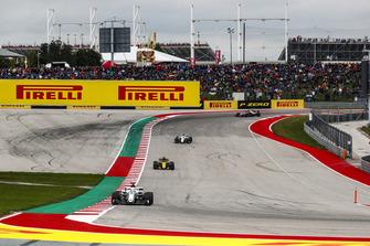 Marcus Ericsson, Sauber C37, Nico Hulkenberg, Renault Sport F1 Team R.S. 18, y Charles Leclerc, Sauber C37