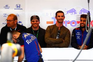 Connor Daly and Alexander Rossi in the Toro Rosso garage