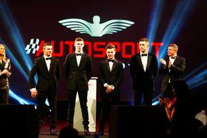 Les nommés au McLaren Autosport BRDC Award Jamie Caroline, Tom Gamble, Max Fewtrell et Kiern Jewiss, sur scène