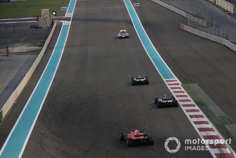 Safety Car leads Lewis Hamilton, Mercedes AMG F1 W09 EQ Power+, Valtteri Bottas, Mercedes AMG F1 W09 EQ Power+ and Sebastian Vettel, Ferrari SF71H