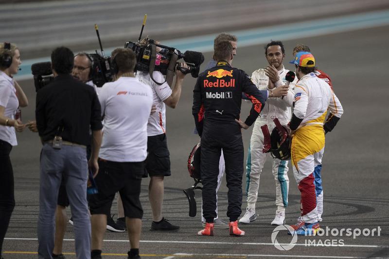 Lewis Hamilton, Mercedes-AMG F1 W09, Max Verstappen, Red Bull Racing, Sebastian Vettel, Ferrari et Fernando Alonso, McLaren dans le parc fermé
