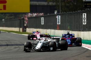 Шарль Леклер, Alfa Romeo Sauber C37, Брендон Хартли, Scuderia Toro Rosso STR13, и Эстебан Окон, Racing Point Force India F1 VJM11