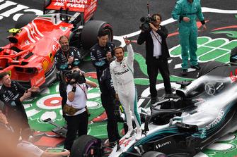 Lewis Hamilton, Mercedes-AMG F1 W09 EQ Power+ celebrates in Parc Ferme