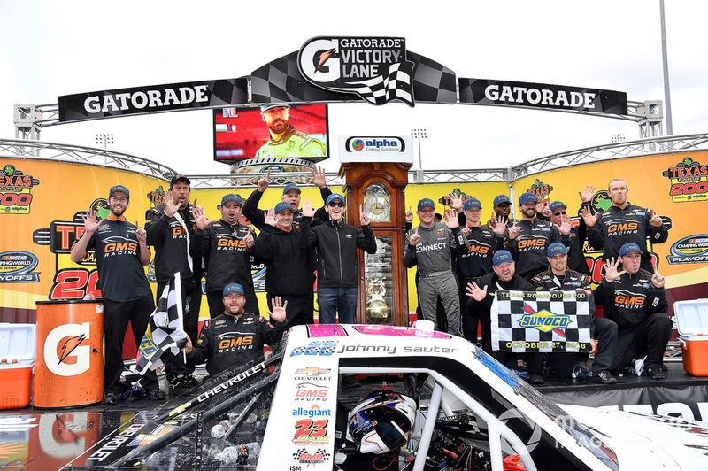Race winner Johnny Sauter, GMS Racing, Chevrolet Silverado ISM Connect