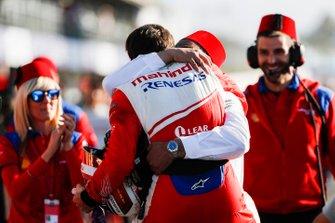 Jérôme d'Ambrosio, Mahindra Racing, 1st position, celebrates with Dilbagh Gill, Team Principal, Mahindra Racing