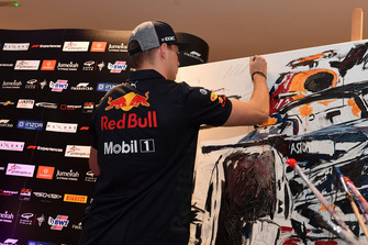 Max Verstappen, Red Bull Racing signs a painting at Make A Wish Foundation Charity Auction at Jumeirah At Etihad Towers