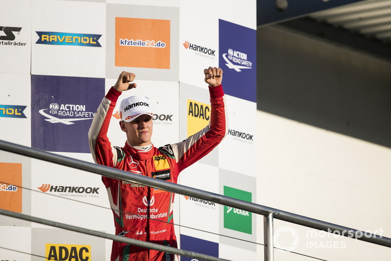 Podium: Kampioen 2018, Mick Schumacher, PREMA Theodore Racing Dallara F317 - Mercedes-Benz