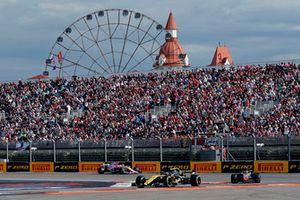 Carlos Sainz Jr., Renault Sport F1 Team R.S. 18, Kevin Magnussen, Haas F1 Team VF-18 et Esteban Ocon, Racing Point Force India VJM11